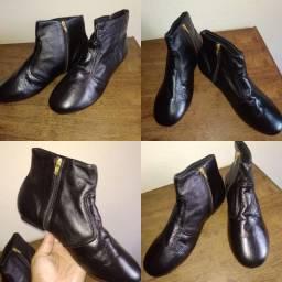 Vendo 2 sapatos de couro novos
