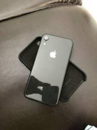 iPhone XR na caixa