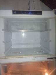 Título do anúncio: Vendo geladeira fros fre. baixei o preço pra vender hoje!