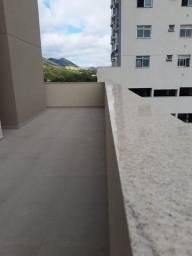 A RC+Imóveis vende excelente apartamento com área externa no centro de Três Rios-RJ