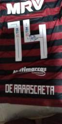 Camisa original usado e autografada por arrascaeta