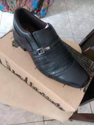 Sapatos de couro legítimo novo na caixa 40 ao 41