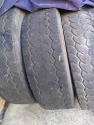 Vendo 03 pneus 295