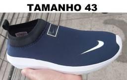 Tênis Meia da Nike bem confortável para caminhada ou Academia