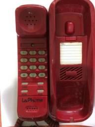 Telefone vermelho antigo