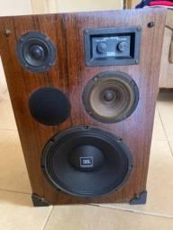 Caixa Acústica Yang em madeira.
