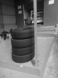 Vendo 4 pneus meia vida.195.60 16 por 600 reais.tem coversa.j