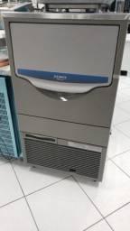 Maquina de gelo em cubo profissional 95Kg/24h hoshizaki (nova) Alecs
