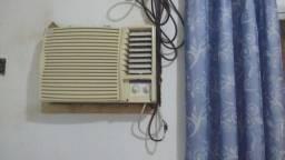 Título do anúncio: Vendo ar condicionado de 10 mil Btus funcionando perfeitamente mais precisa troca o relé