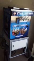 Máquina de sorvete expresso funcionando perfeitamente