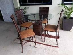 Título do anúncio: Mesa redonda com 04 Cadeiras!!!