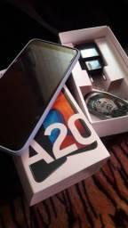 Celular A20, quase sem uso. Completa.