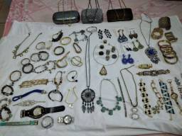 Vendo todas as peças semi jóia e bijuterias e bolsas