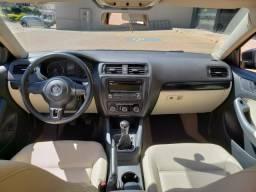 Vendo ou troco Jetta só pego carro mais novo com volta da minha parte - 2012