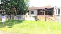 Casa em alvenaria, localizada na Barra do Saí!