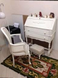 Escrivaninha vintage + cadeira + banquinho