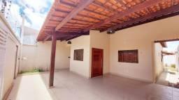 Título do anúncio: Casa com 132M² área construída, com 2 quartos sendo com uma suíte, cozinha com os móveis p