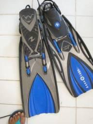 Título do anúncio: Vendo nadadeiras profissionais ... Ótima pra snorkel .