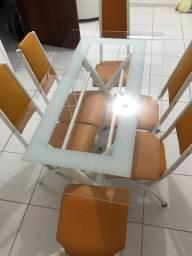 Mesa com 6 cadeiras de vidro