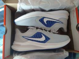 Tênis Nike novinho N°42