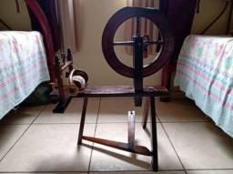 Roda antiga de fiar ( para enfeite)