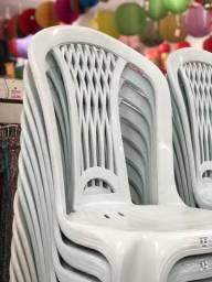 Título do anúncio: Queima de estoque promoção cadeira nova de plástica no atacado