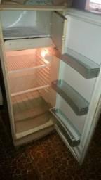 Sofá e geladeira