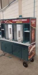 Carrinho de churrasco grego e carrinho de hot dog