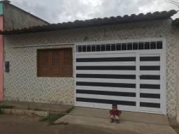 Vendo/Alugo casa no centro de Viana