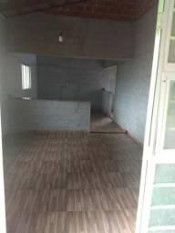 Casa com 2 quartos , área, sala de estar e jantar e cozinha