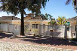 Belíssima casa de 02 quartos em condomínio no Bairro Costa Azul