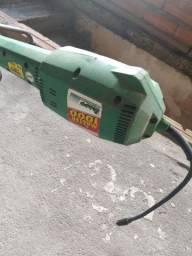 Máquina de cortar grama Master Trapp 1000.
