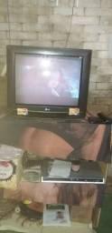 Título do anúncio: Tv mas um DVD e uma Caixa de dvds cheia