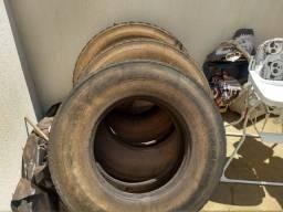 Título do anúncio: 2 pneus michelan borrachudos