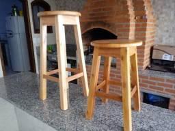Tamborete em madeira