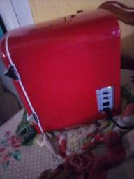 Vendo mini geladeira de mesa própria para quarto