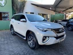 Toyota Hilux SW4 SRX 4x4 2.8 TDI Diesel Aut 7 lugares 2017
