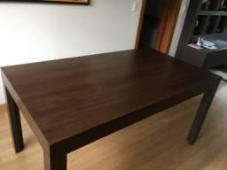 Mesa para quatro pessoas