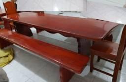 Mesa em madeira do  Pará