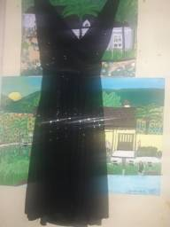 Vendo dois vestidos com lantejoulas preto 140,00