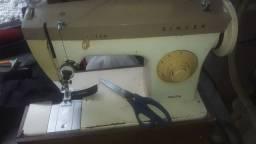 Título do anúncio: Máquina de costura Singer 241