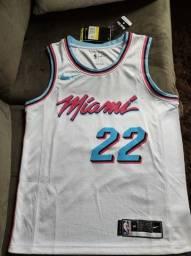 Título do anúncio: Camisa regata / Jersey NBA nova - Miami Heat - #22 Butler - P / 40