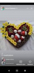 Cesta com ovinhos de chocolate