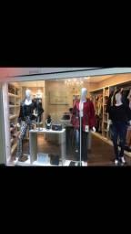 Vendo loja completa com os móveis! É só entrar e trabalhar.