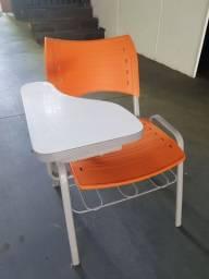 Cadeira estudante robusta com porta livros