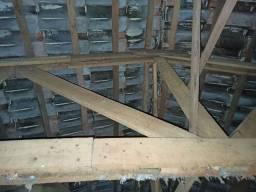 8 tesuoras de pinheiro (cumeeira alta - 2,00m) - com telhas (2500 unidades)