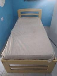 Título do anúncio: Vendo cama com colchão