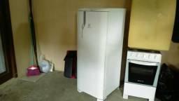 Vende se uma.geladeira Electrolux RE 31