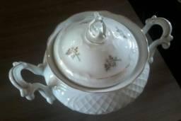 Sopeira antiga de porcelana