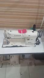 Vende se uma máquina de costura